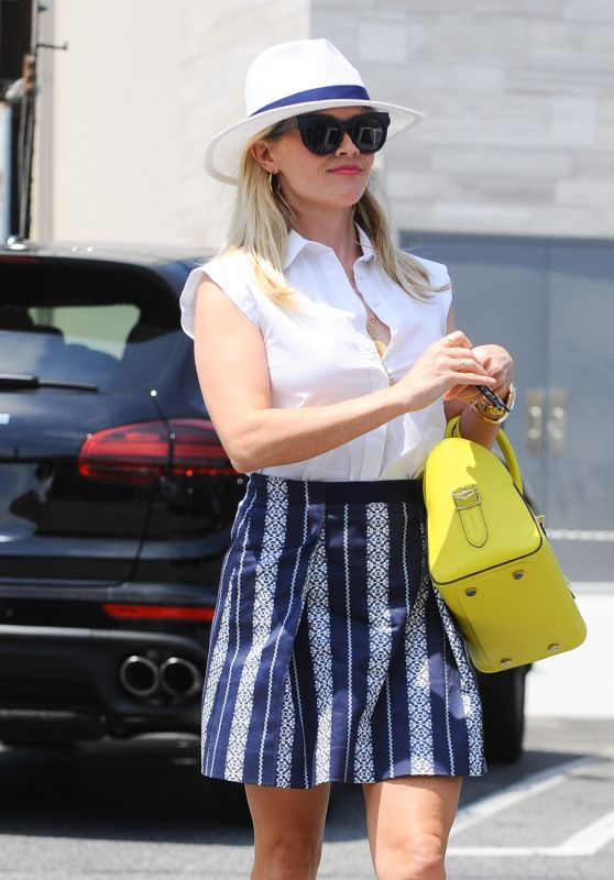 Reese Witherspoon Chic Street Style - Los Angeles 6/21/2016