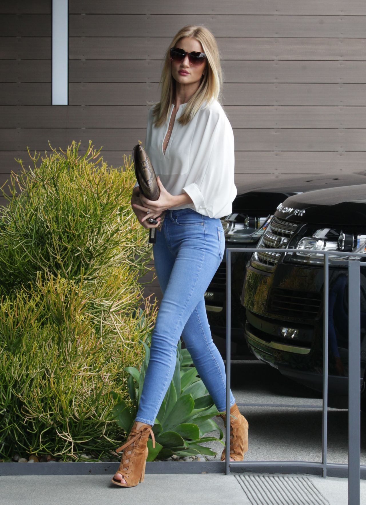 Rosie Huntington Whiteley In Really Tight Jeans At An