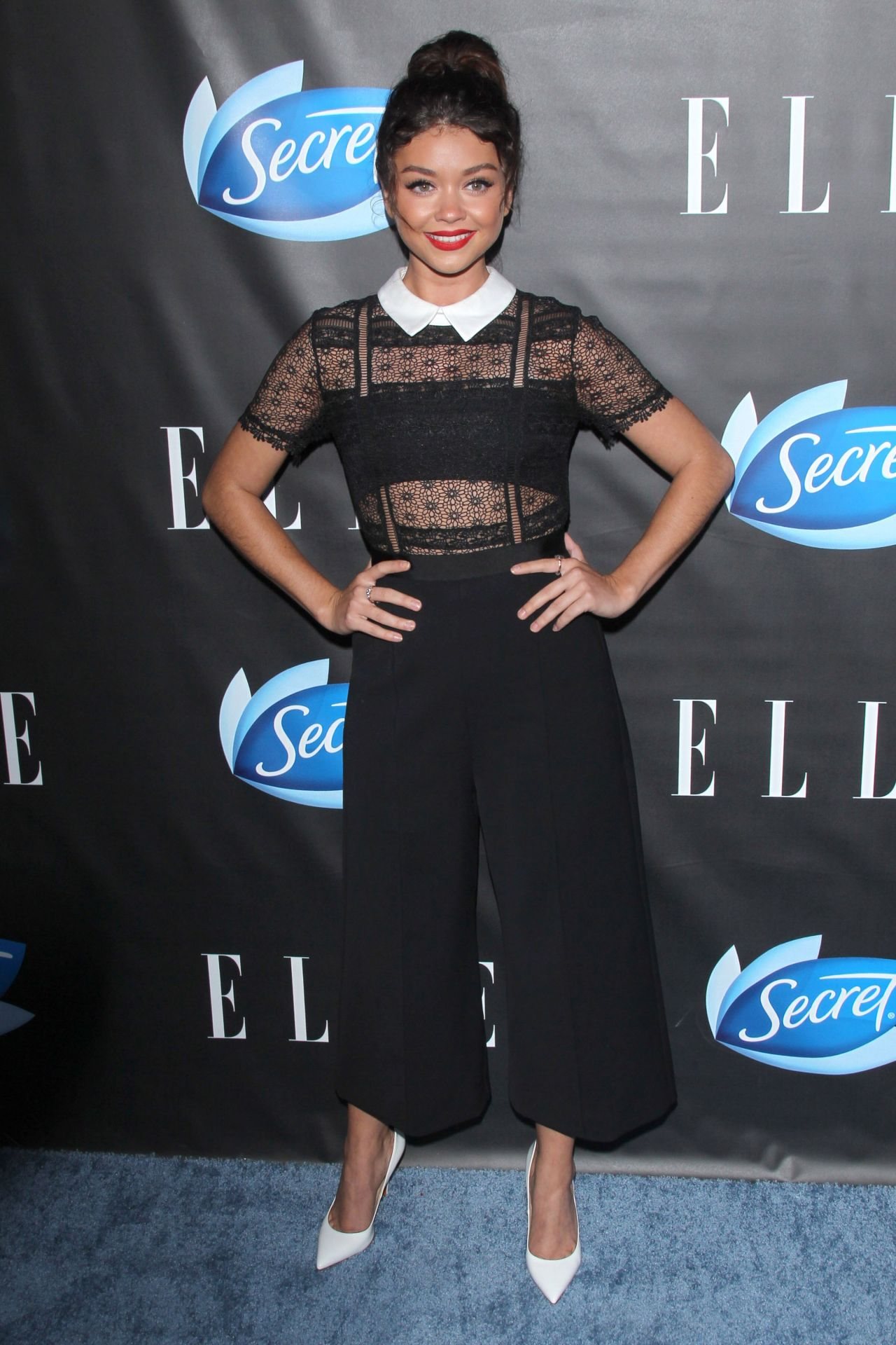 Sarah hyland elle hosts women in comedy event in west for Le elle apartments west hollywood