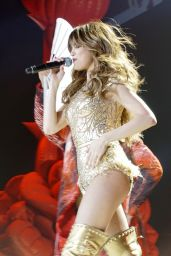 Selena Gomez - Performs live at the American Airlines Arena in Miami, June 2016