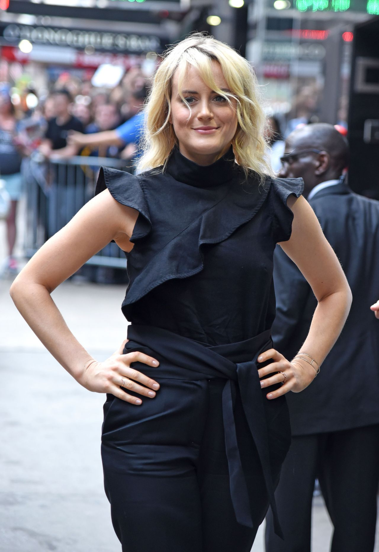 Schilling taylor allure august advise dress for autumn in 2019