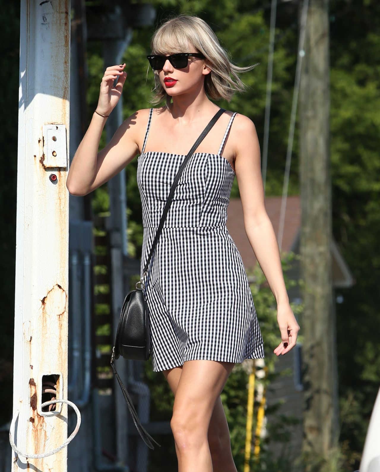 Taylor Swift Cute Outfit Out In Nashville 6 23 2016 Celebmafia