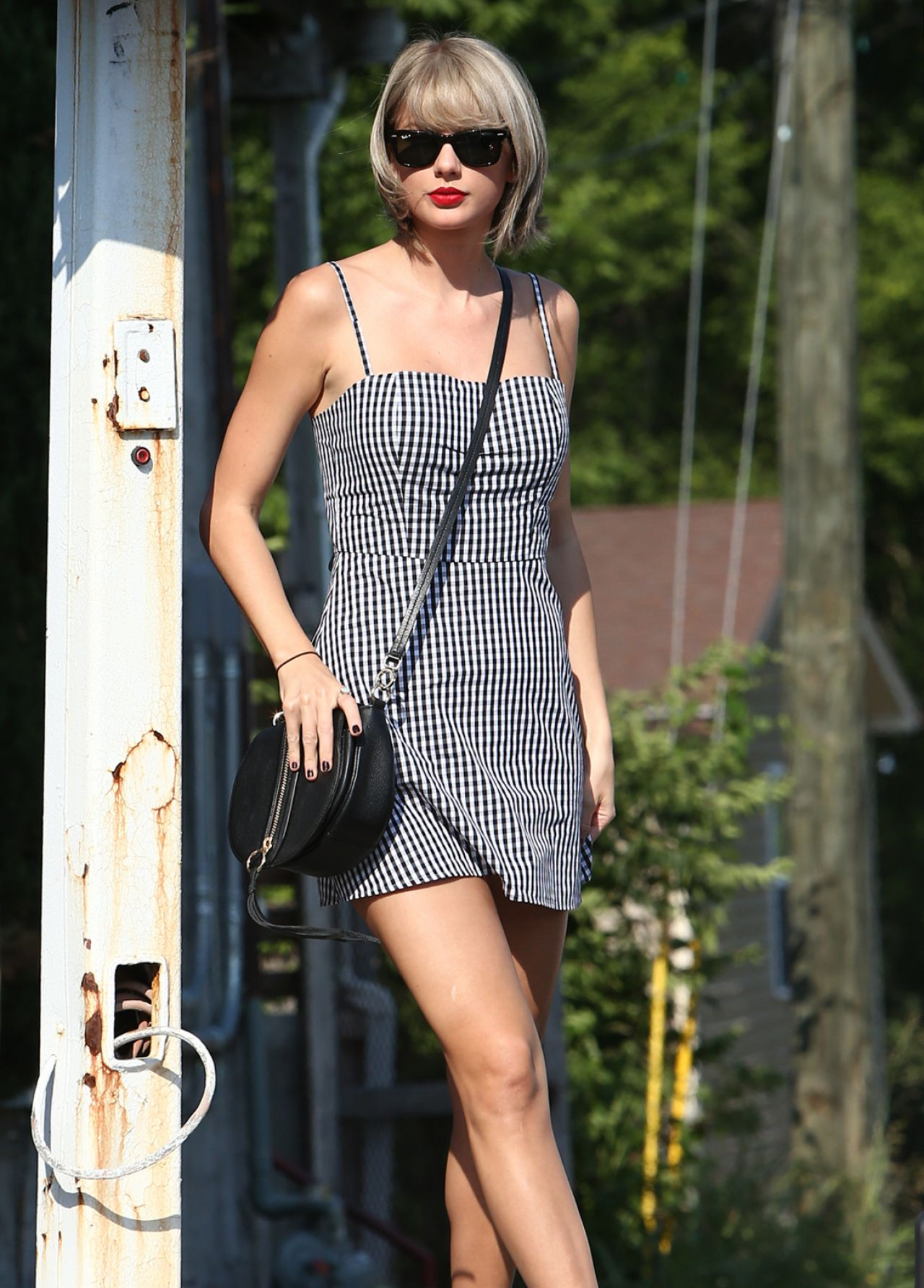 Taylor Swift Cute Outfit - Out in Nashville 6/23/2016 Taylor Swift