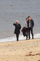 Taylor Swift - Enjoying a Day on the Beach With Tom Hiddleston and His Family in Suffolk, England 6/26/2016