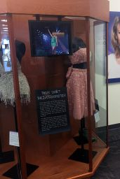 Taylor Swift - Greets Visitors at the Taylor Swift Education Center in Nashville 6/23/2016