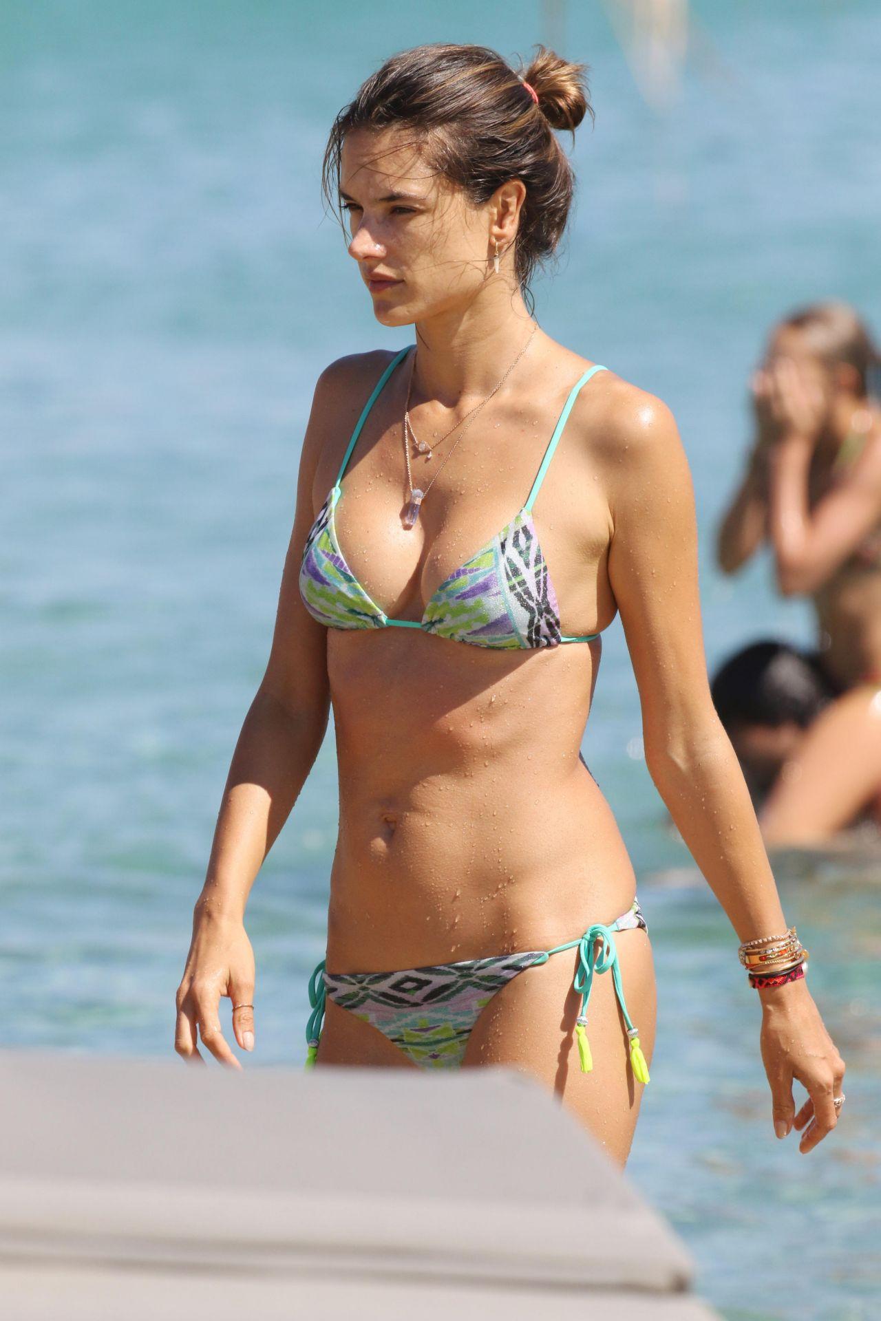 Alessandra Ambrosio Bikini Nude Photos 91