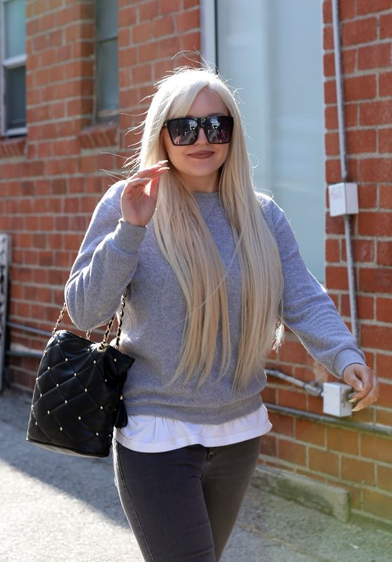 Amanda Bynes - Leaving Glam Hair Salon in West Hollywood 7/28/2016