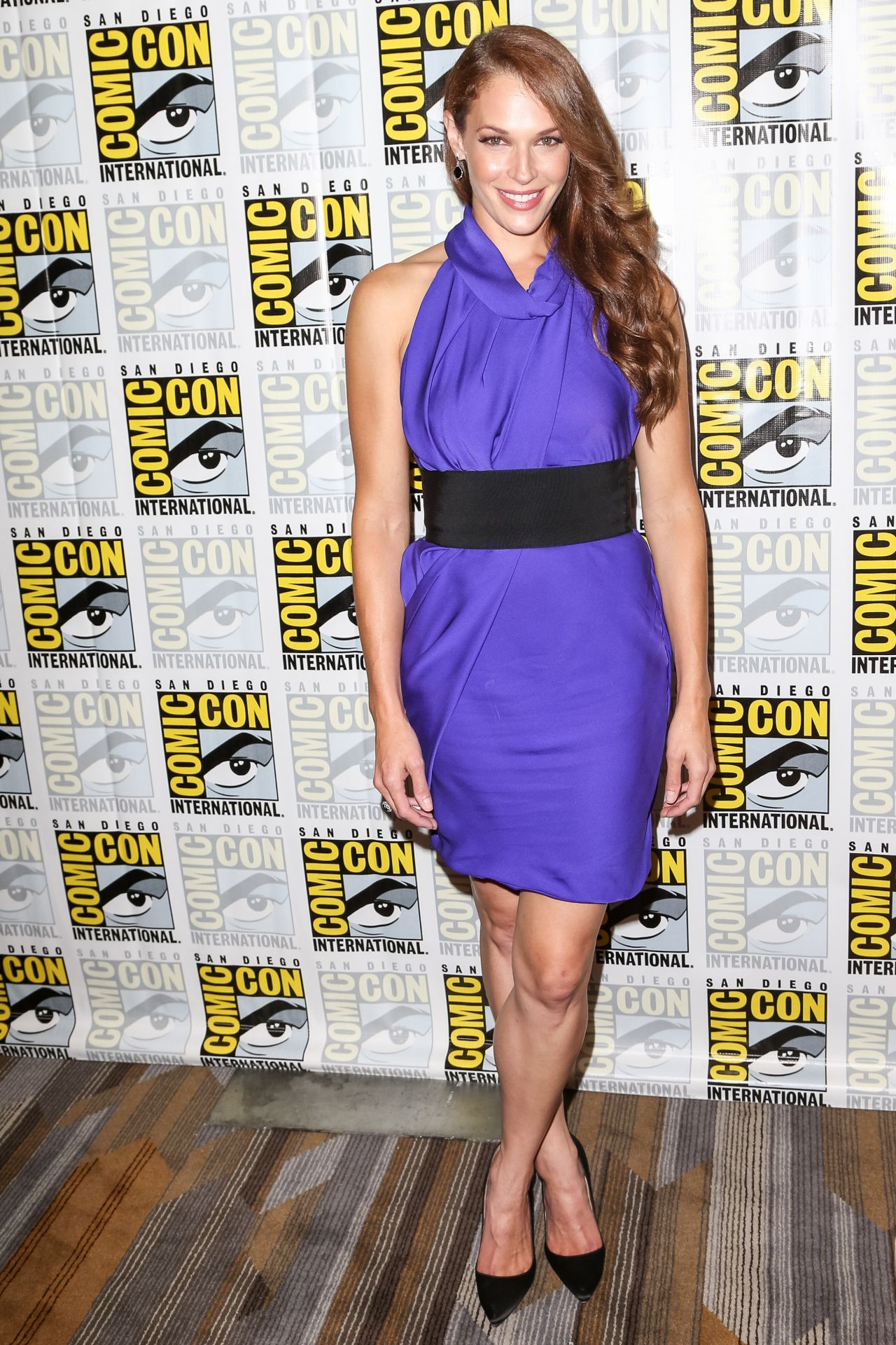 http://celebmafia.com/wp-content/uploads/2016/07/amanda-righetti-colony-press-line-at-the-san-diego-comic-con-7-21-2016-6.jpg