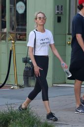 Amber Valletta in Leggings - Out in New York City 7/19/2016