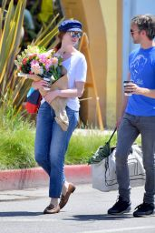 Anne Hathaway Street Style - Los Angeles, July 2016