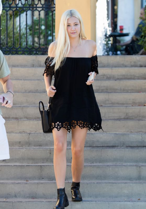 Ava Sambora Street Fashion - Leaving Sugarfish Sushi in LA, July 2016