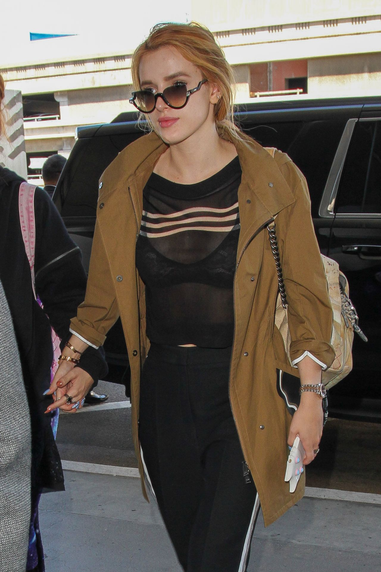 8e1cae24c Bella Thorne Travel Outfit - LAX Airport