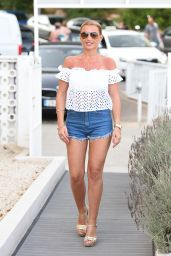 Billie Faiers – Filming 'The Only Way is Essex' on Magaluf Beach 7/4/2016