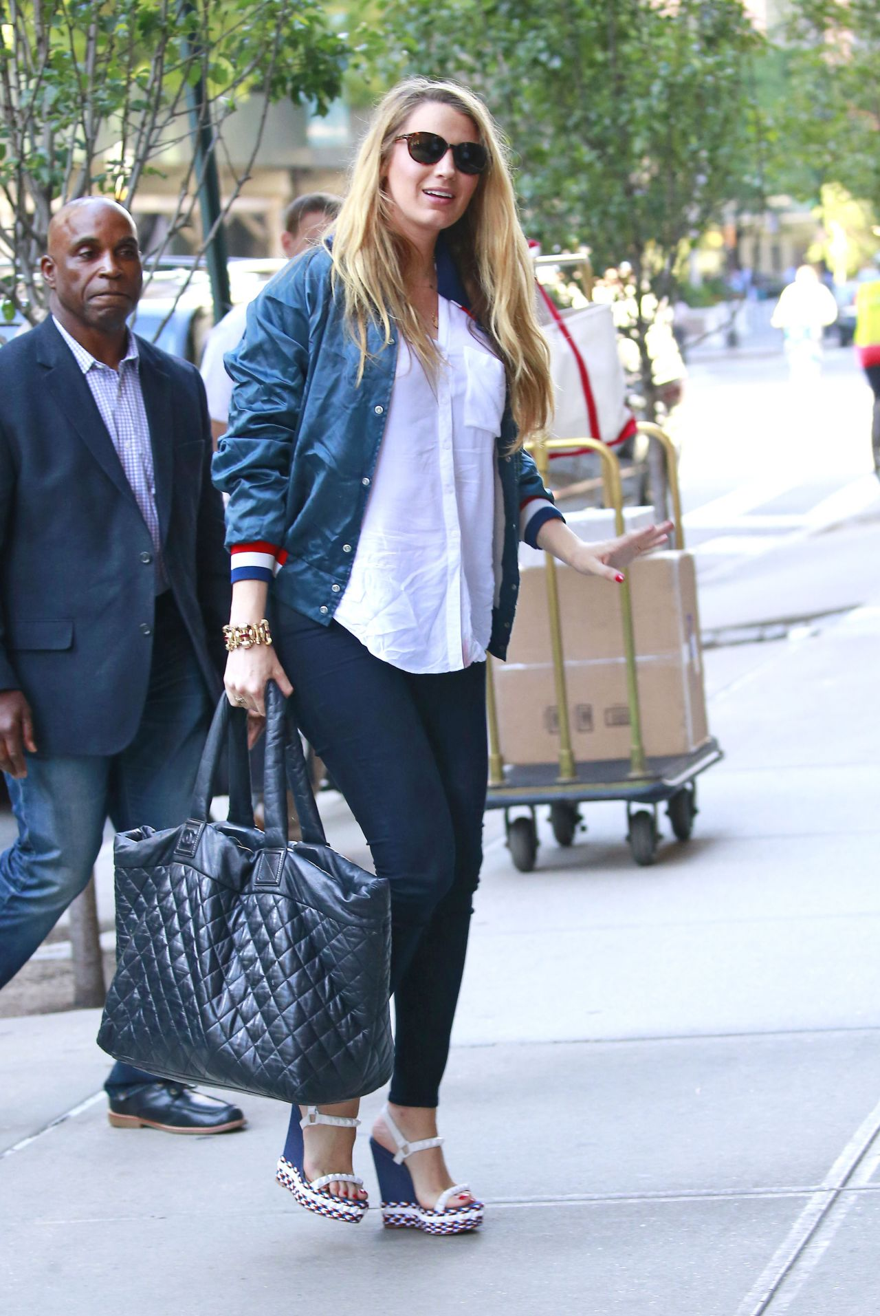 blake lively casual style at her hotel in nyc 7112016
