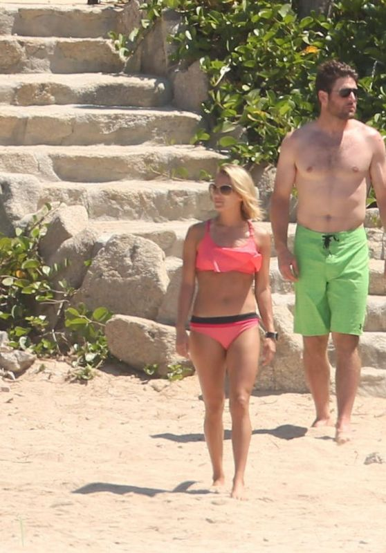 Carrie Underwood in Bikini - Cabo San Lucas 07/06/2016