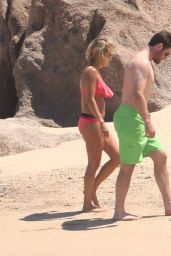 Carrie Underwood in Bikini - Cabo San Lucas 07/06/2016
