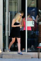 Dakota Fanning - Getting a Pedicure in New York City 7/27/2016
