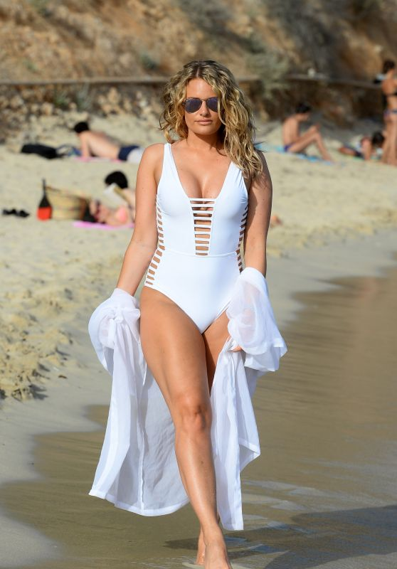 Danielle Armstrong -