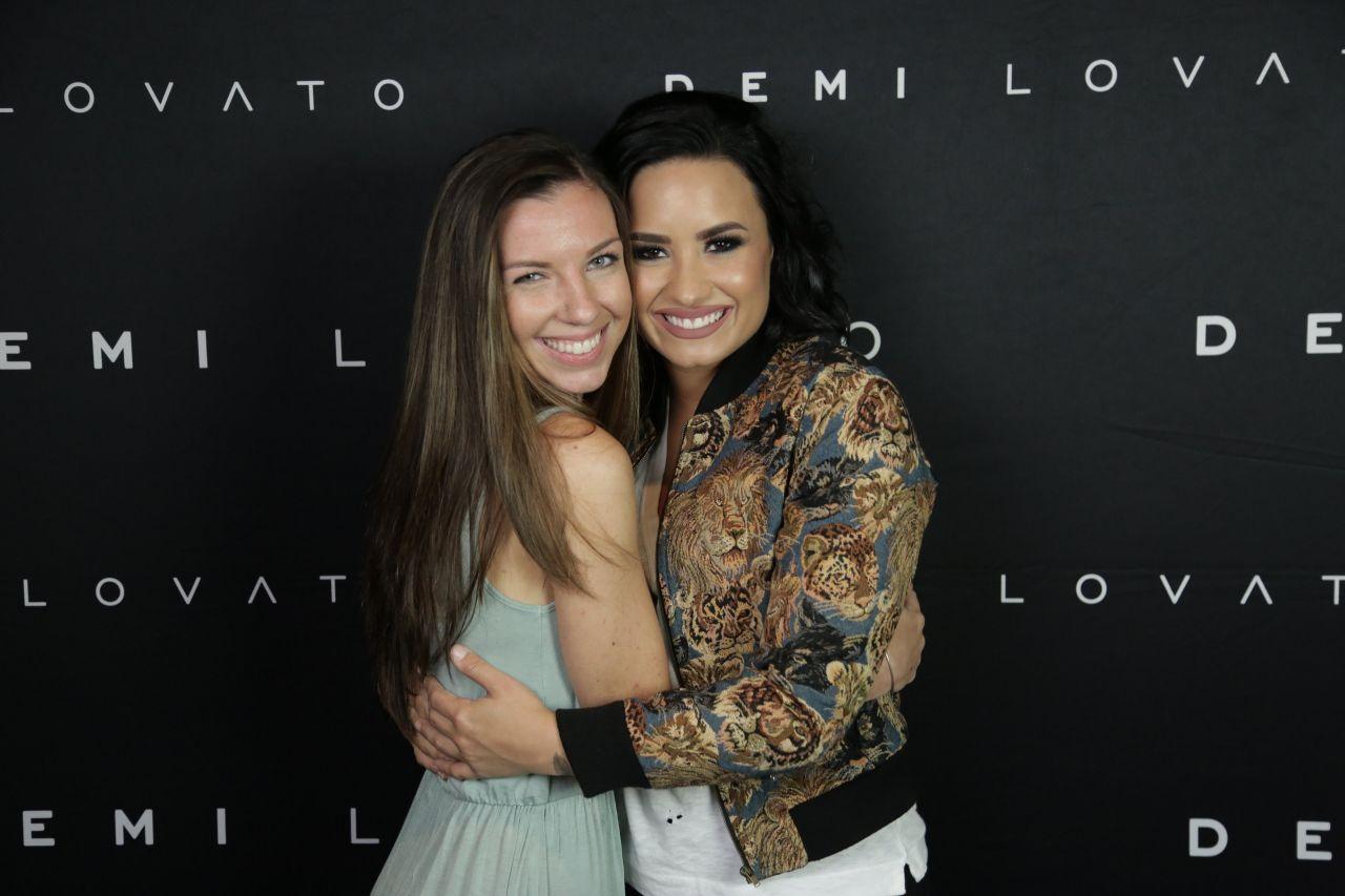 Demi Lovato Meet Greet In Boston Ma 7202016