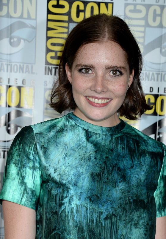 Elise Eberle – 'Salem' Press Line at Comic-Con in San Diego 07/22/2016