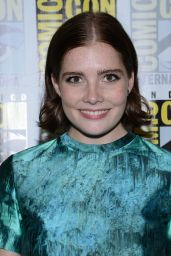 Elise Eberle – 'Salem' Press Line at Comic-Con in San Diego 07/22/2016