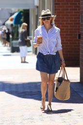 Elizabeth Banks Outfit Ideas - Shopping in Beverly Hills, 7/21/2016