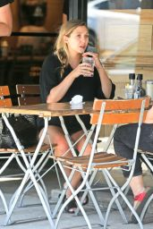 Elizabeth Olsen at Le Pain Quotidien in Los Angeles, July 2016