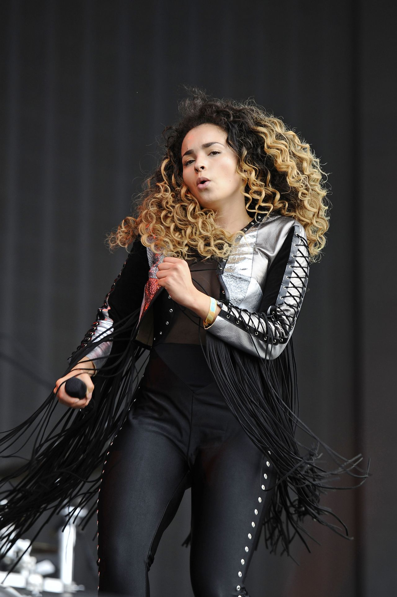 Ella Eyre Performing At British Summertime In Hyde Park In