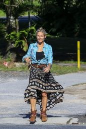 Elsa Pataky Urban Outfit - Out in Byron Bay, Australia 07/04/2016