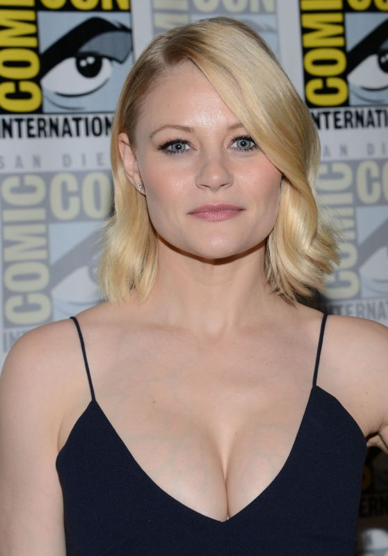 Emilie de Ravin - 'Once Upon A Time' Press Line at Comic ...