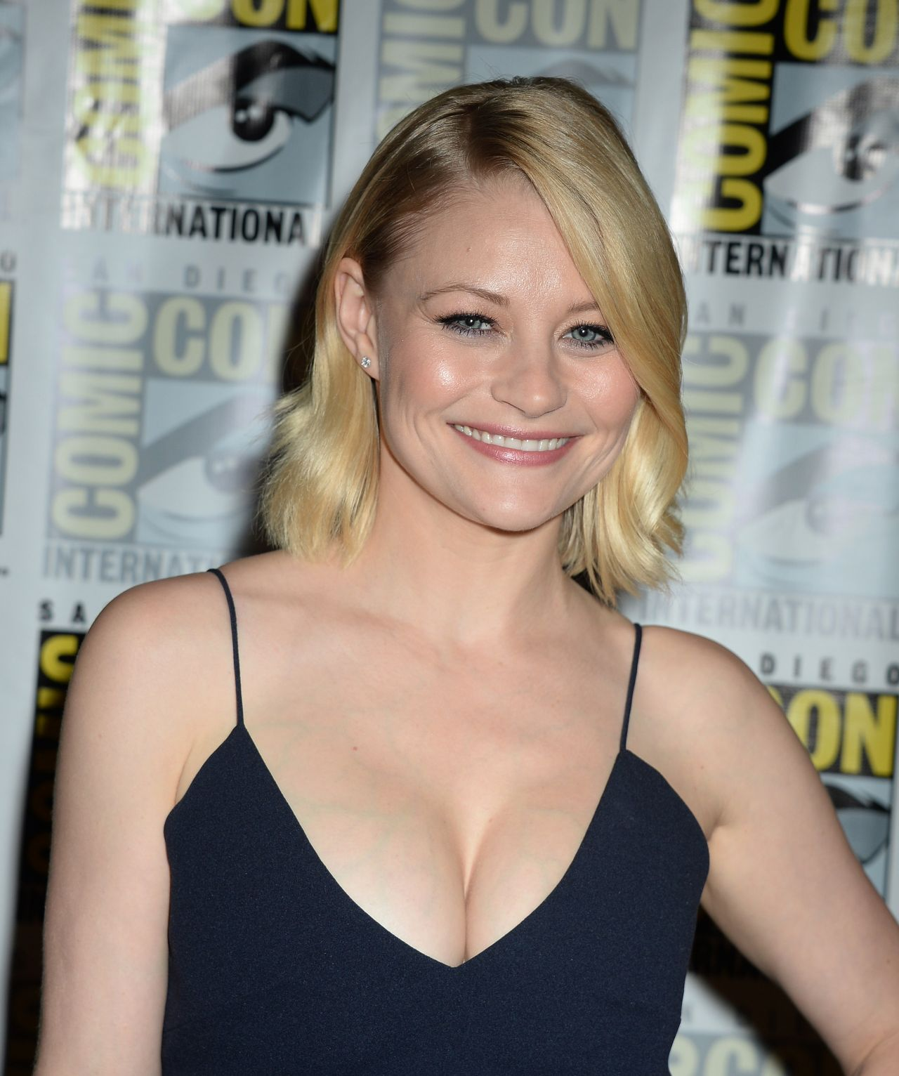 Emilie De Ravin Once Upon A Time Press Line At Comic