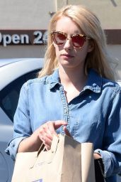 Emma Roberts Street Style - Los Angeles 7/17/2016