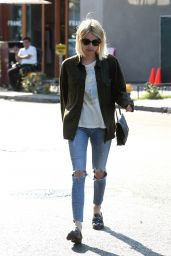 Emma Roberts Urban Outfit - Leaving 901 Salon West Hollywood, 07/05/2016