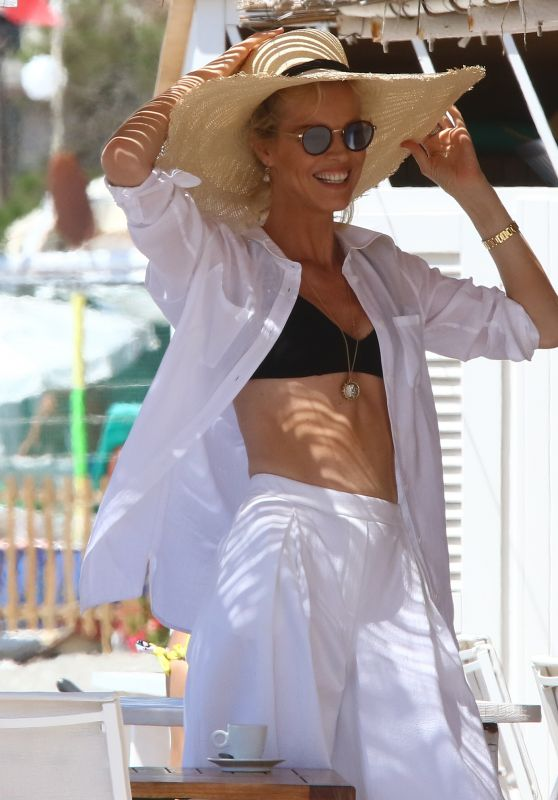 Eva Herzigova Summer Style - Varigotti, Italy, 07/19/2016