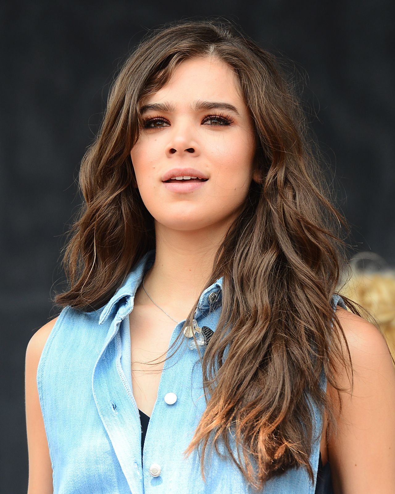 Hailee Steinfeld - Performing at Road to Rio in Venice Beach 7/23/2016 ...