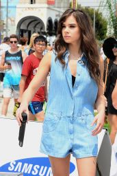 Hailee Steinfeld - Performing at Road to Rio in Venice Beach 7/23/2016