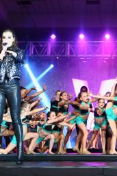 Hailee Steinfeld Performing at the Velocity Dance Convention Finale Gala in Las Vegas, July 2016