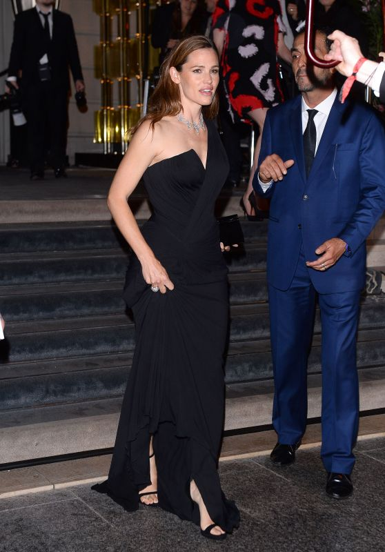 Jennifer Garner - Amfar Paris Dinner in Peninsula Hotel 7/3/2016