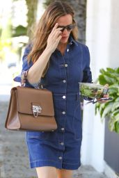 Jennifer Garner at a Hairdressers in Los Angeles 7/22/2016