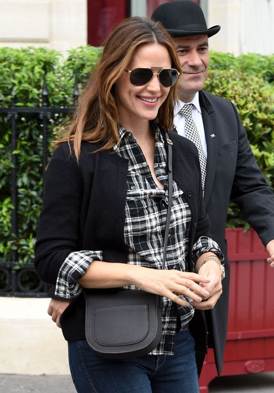 Jennifer Garner - Out in Paris 7/3/2016