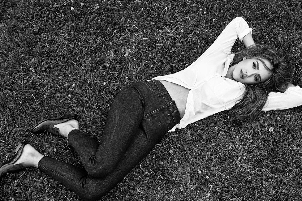 http://celebmafia.com/wp-content/uploads/2016/07/jessica-alba-dl1961-jeans-photoshoot-2016-9.jpg