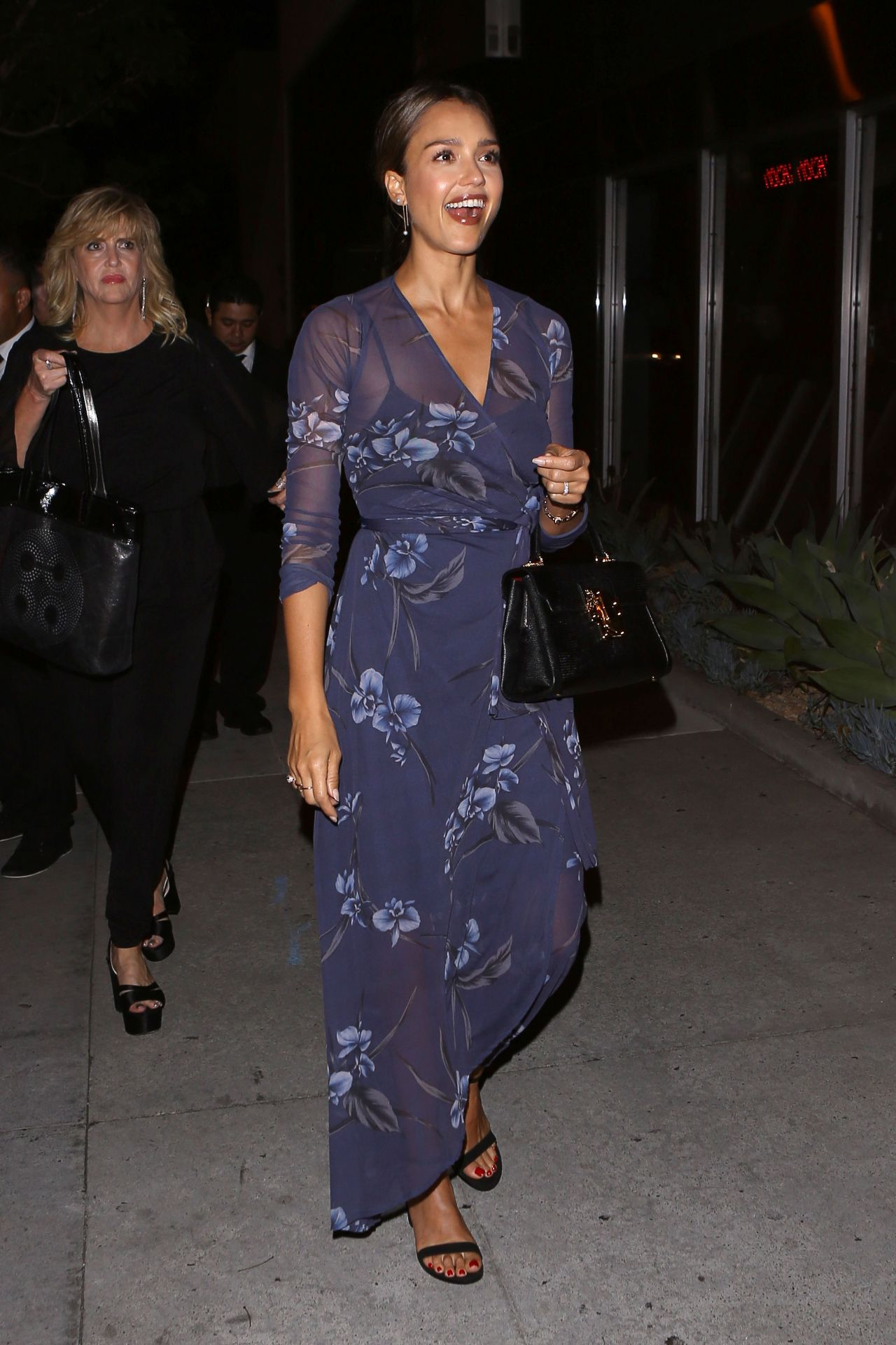 http://celebmafia.com/wp-content/uploads/2016/07/jessica-alba-night-out-style-nice-guy-in-west-hollywood-7-30-2016-9.jpg