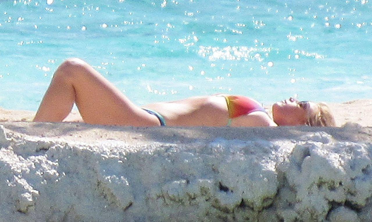 Jessica simpson bikini candids