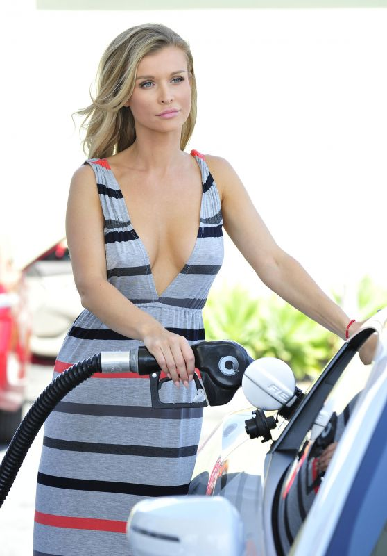 Joanna Krupa at a Gas Station in Malibu, CA 7/18/2016