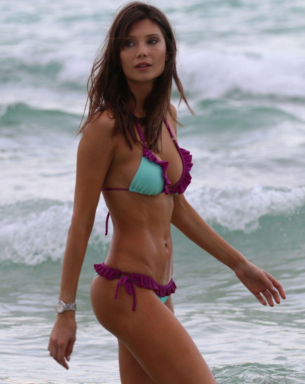 Hottest Bikini Trends Photos: Julia Pereira Hot In Bikini