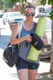 Kaley Cuoco Goes to a Yoga Class in Los angeles 07/07/2016