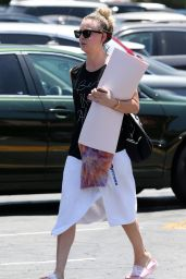 Kaley Cuoco - Going to Yoga Class in LA 7/12/2016