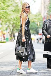 Karlie Kloss - Shopping in New York City, 07/13/2016