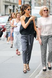 Kate Beckinsale Chic Street Style - New York City 07/07/2016
