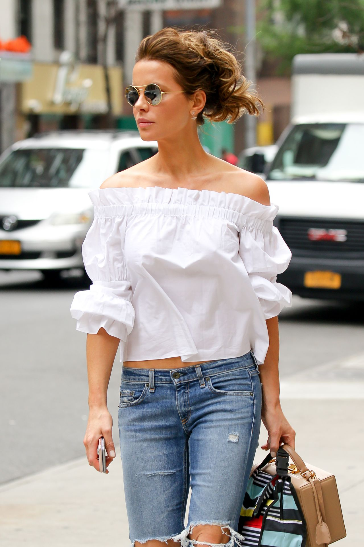 Kate Beckinsale Is Cute In Ripped Jeans New York City